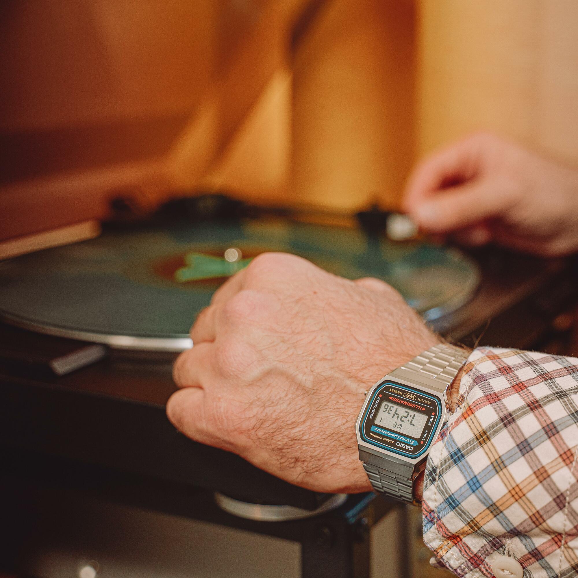 Casio Vintage A168WA-1YES zegarek srebrny retro VINTAGE Maxi bransoleta