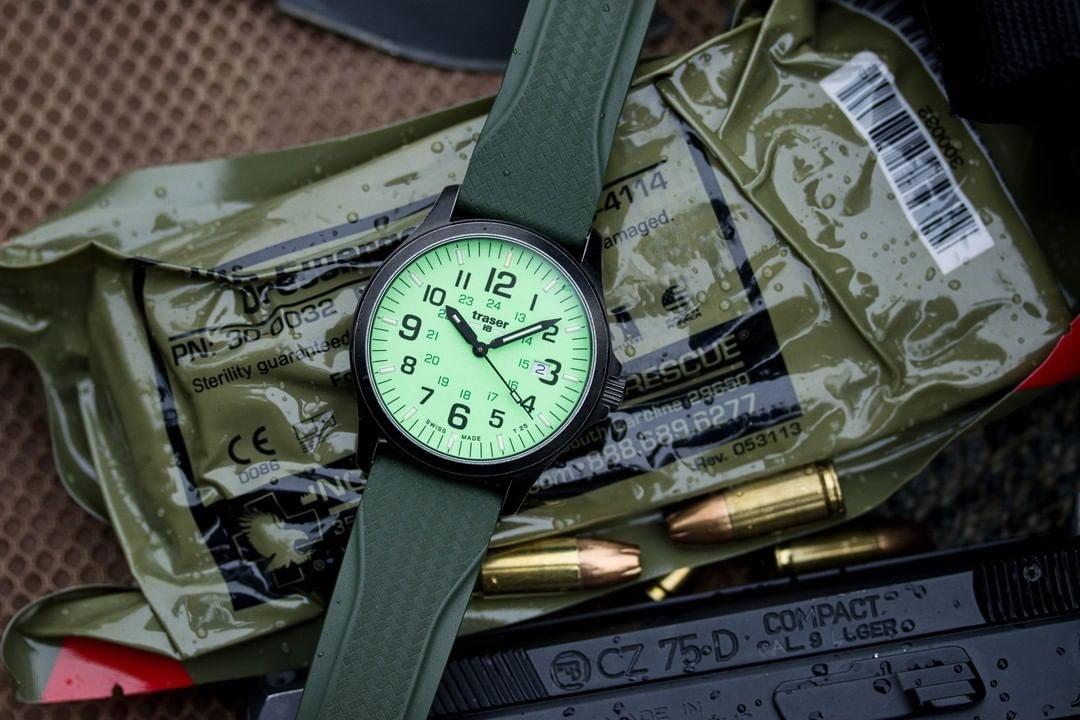 Traser TS-107424 P67 Officer Pro GunMetal Lime P67 Officer Pro klasyczny zegarek czarny