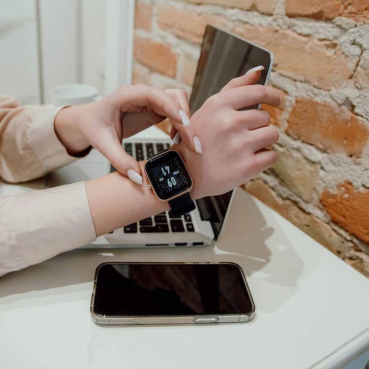 Vector Smart VCTR-33-03RG-01BK zegarek różowe złoto sportowy Smartwatch pasek