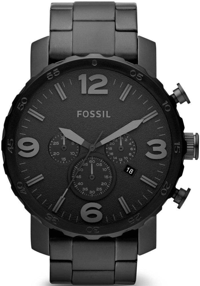 Klasyczny, męski zegarek Fossil JR1401 NATE na czarnej bransolecie wykonanej ze stali. Koperta zegarka Fossil jest ze stali w czarnym kolorze, a analogowa tarcza jest cała czarna. Wskazówki, indeksy jak i subtarcze są również w czarnym kolorze.