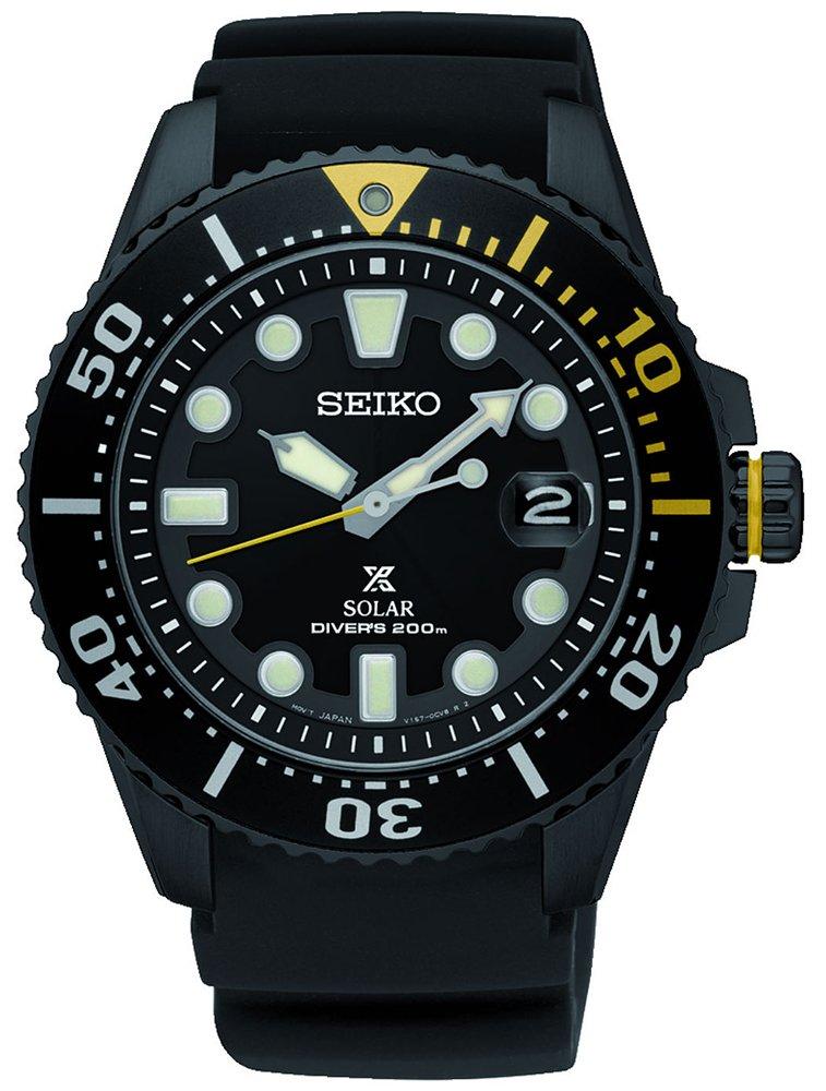 Sportowy, męski zegarek Seiko SNE441P1 Diver's 200m na czarnym pasku z tworzywa sztucznego oraz okrągłej stali w czarnym kolorze. Bezel jak i tarcza są w czarnym kolorze z jasnymi oznaczeniami.