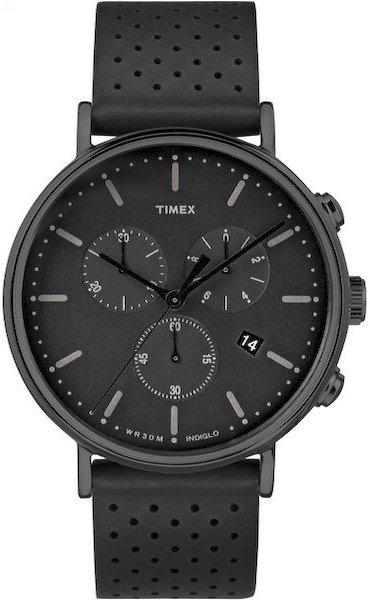 Męski chronograf marki Timex TW2R26800 na czarnym pasku ze skóry. Koperta jest wykonana z mosiądzu w czarnym kolorze. Tarcza zegarka Timex jest czarna z datownikiem oraz subtarczami również w kolorze czarnym.