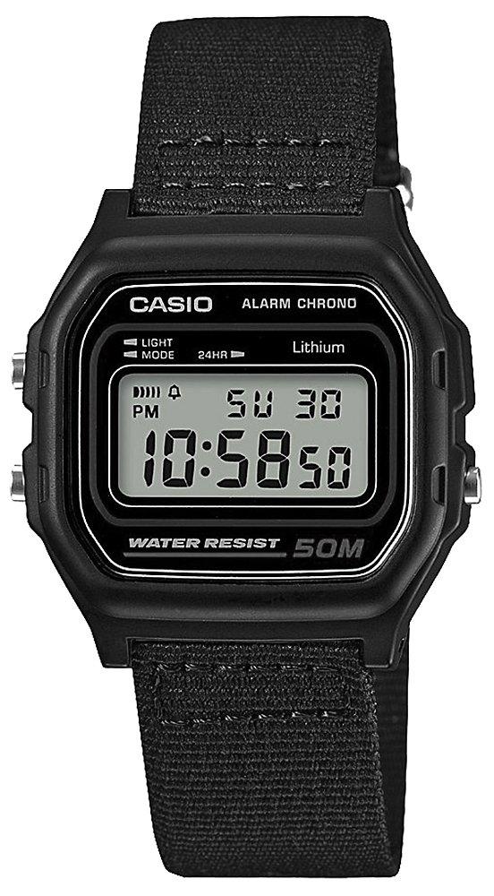Męski, retro zegarek Casio W-59B-1AVEF na czarnym parcianym pasku, kopercie z tworzywa sztucznego w kwadratowym kształcie, z tworzywa sztucznego. Tracza zegarka jest cyfrowa co ułatwia jego użytkowanie.