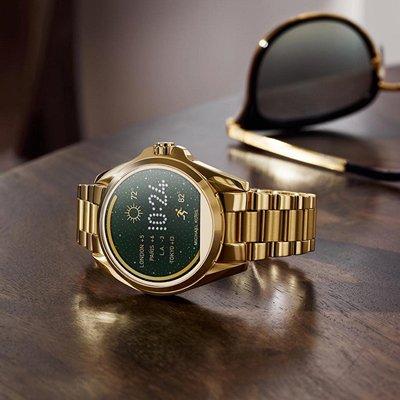 Młodziezowy, damski zegarek Michael Kors MKT5001 Smartwatch Bradshaw MK Access Smartwatch na stalowej bransolecie w złotym kolorze. Koperta zegarka jest ze stali również w złotym kolorze jak bransoleta. Tarcza zegarka Michael Kors jest cyfrowa, dotykowa.