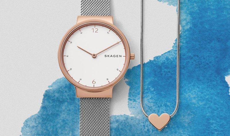Klasyczny, damski zegarek Skagen SKW1086 ANCHER na stalowej srebrnej bransolecie mesh z koperta ze stali w kolorze różowego złota. Analogowa tarcza zegarka Skagen jest minimalistyczna w białym kolorze z wskazówkami w kolorze różowego złota.