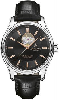 Luksusowy, męski zegarek Atlantic 52757.41.61R Worldmaster 1888 Lusso Limited Edition na skórzanym pasku w czarnym kolorze z kopertą w srebrnym kolorze wykonaną ze stali. Tarcza zegarka jest w czarnym kolorze z open heart na godzinie dwunastej. Wskazówki oraz indeksy są w kolorze różowego złota.