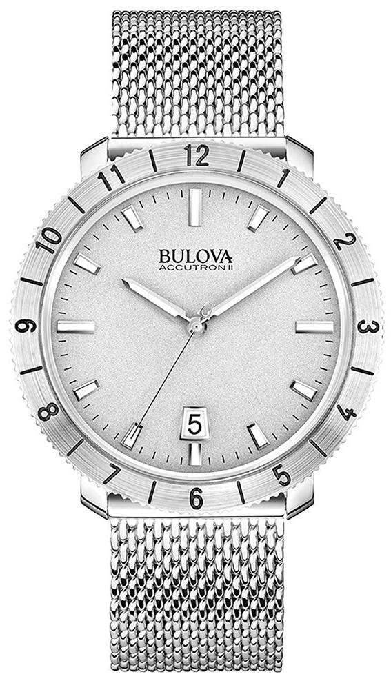 Elegancki, męski zegarek Bulova 96B206 Bulova Accutron II na srebrnej bransloecie typu mesh wykonanej ze stali. Koperta zegarka Bulova jest w srebrnym kolorze srebrnym wykonana ze stali. Tarcza zegarka jak i bezel są w srebrnym kolorze z srebrno-białymi wskazówkami oraz indeksami.