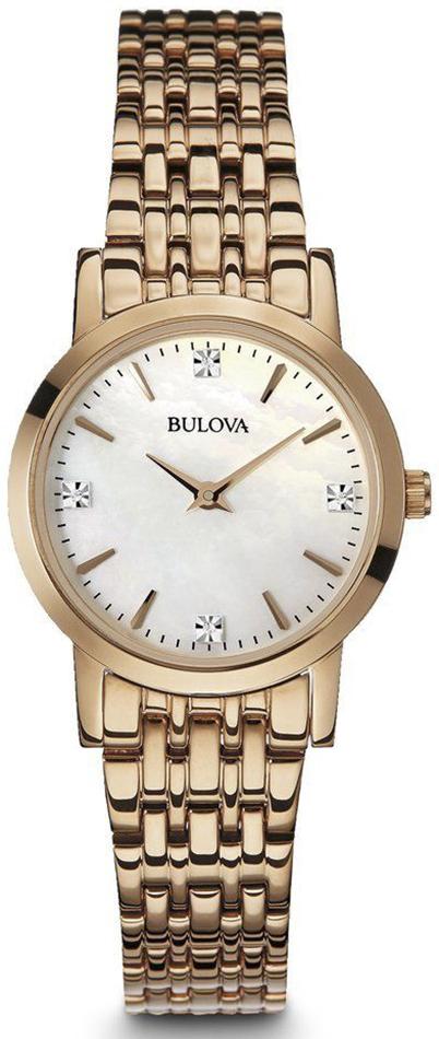 Elegancki, damski zegarek Bulova 97P106 Diamond na bransolecie wykonanej ze stali z powłoką PVD w kolorze różowego złota. Koperta jest wykonana z tego samego materiału oraz w tym samym kolorze co bransoleta. Tarcza zegarka jest wykonana z masy perłowej z diamentami z wskazówkami oraz indeksami w kolorze różowego złota.