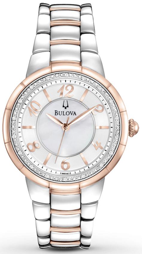 Klasyczny, damski zegarek Bulova 98R162 Diamond na bransolecie z kopertą wykonaną ze stali pokrytą PVD w kolorze różowego złota jak i srebra. Tarcza zegarka Bulova jest z masy perłowej z diamentami a wskazówki i indeksy są w kolorze różowego złota.