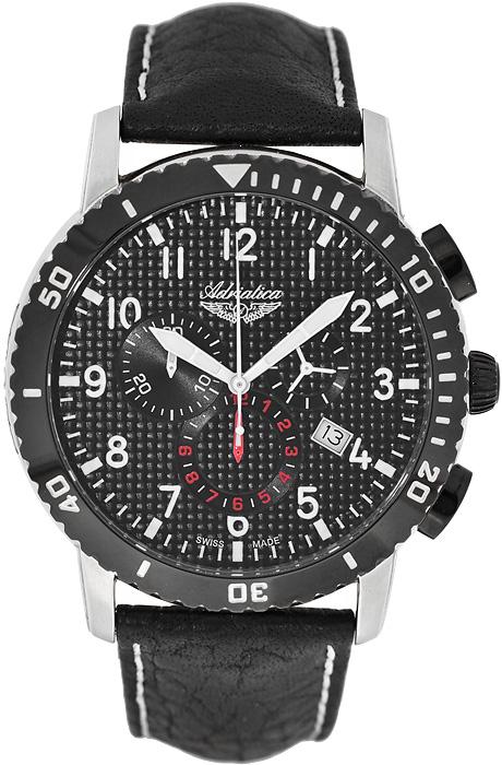 Klasyczny, męski zegarek Adriatica A1088.Y224CH na skórzanym czarnym pasku z okrągłą stalową kopertą w srebrnym kolorze. Tarcza zegarka Adriatica jest w czarnym kolorze z trzema subtarczami oraz datownikiem. Cała tarcza jak i subtarcze są utrzymane w czarno-białym kolorze z czerwonymi akcentami.