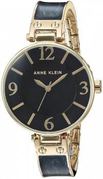 Elegancki, damski zegarek Anne Klein AK-2210NMGB na bransolecie z tworzywa sztucznego i stali w kolorze niebieskim jak i złotym. Okrągła koperta zegarka jest złota, wykonana ze stali. Tarcza zegarka jest czarna z złotymi indeksami jak i wskazówkami.