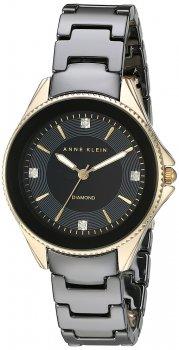 Elegancki, damski zegarek Anne Klein AK-2390BKGB na ceramicznej, czarnej bransolecie oraz okrągłej kopercie wykonanej ze stali w złotym kolorze. Giloszowana tarcza jest w czarnym kolorze z diamentami oraz wskazówkami jak i indeksami w kolorze złota.