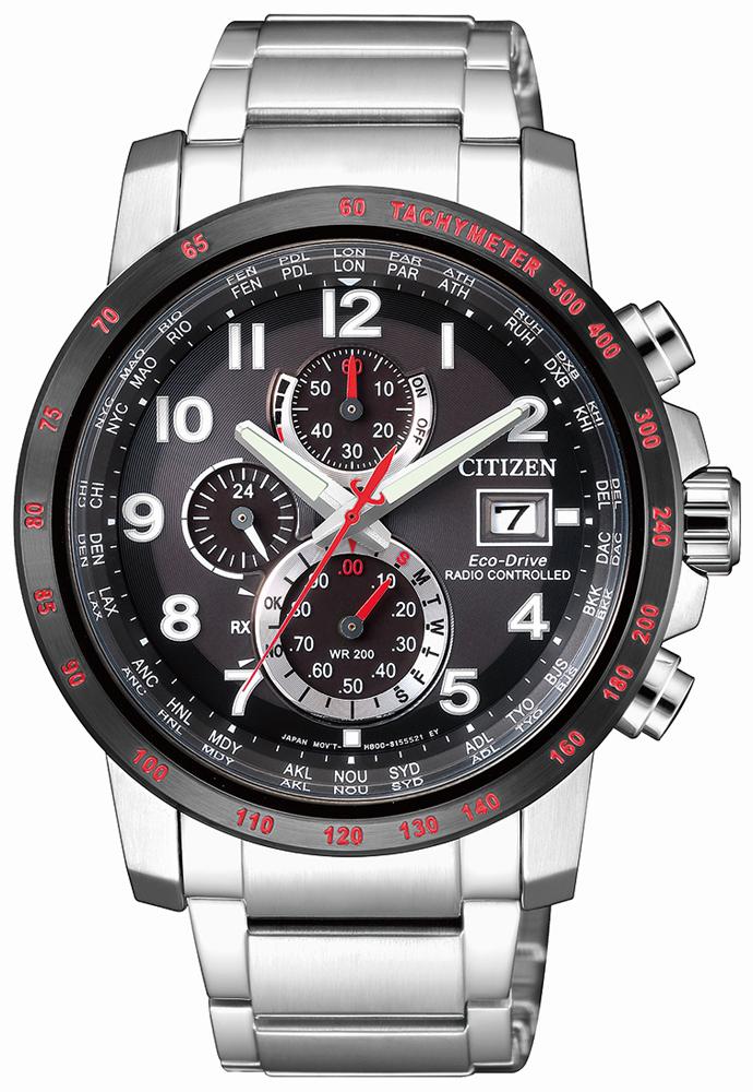 Klasyczny jak i luksusowy, męski zegarek Citizen AT8129-80E Jerzy Dudek Edycja Limitowana na bransolecie oraz z kopertą w srebrnym kolorze wykonanych ze stali. Analogowa tarcza zegarka jest w czarnym kolorze z trzema subtarczami w czarnym kolorze ze srebrną obwódką. Na trzeciej godzinie znajduję się datownik, a wskazówki jak i indeksy są w kolorze srebrnym. Zegarek marki Citizen posiada również czerwone detale co nadaję mu sportowego charakteru.