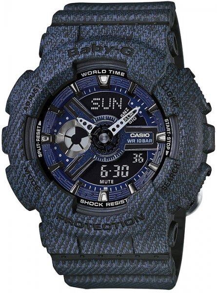 Sportowy, damski zegarek Baby-G BA-110DC-2A1ER Denim Series na pasku z tworzywa sztucznego w niebieskim kolorze, tarcza zegarka jest również z tworzywa sztucznego oraz w tym samym kolorze co pasek zegarka. Analogowo - cyfrowa tarcza zegarka jest wielofunkcyjna ozdobiona niebieskim okręgiem.