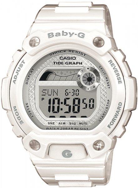 Sportowy, damski zegarek Casio Baby-G BLX-100-7ER z kopertą i paskiem w białym kolorze z tworzywa sztucznego z mechanizmem kwarcowym.Tracza zegarka Baby-G jest w srebrnym kolorze z wieloma użytecznymi funkcjami takimi jak rozbudowany kalendarz, czas dobory czy fazy księżyca.