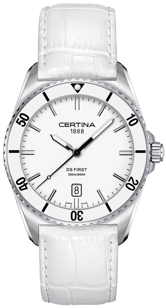 Klasyczny, męski zegarek Certina C014.410.16.011.00 DS First Ceramic na skórzanym pasku w białym kolorze oraz ceramiczną kopertą. Tarcza zegarka jest biała z datownikiem na godzinie szóstej z indeksami w srebrnym kolorze.