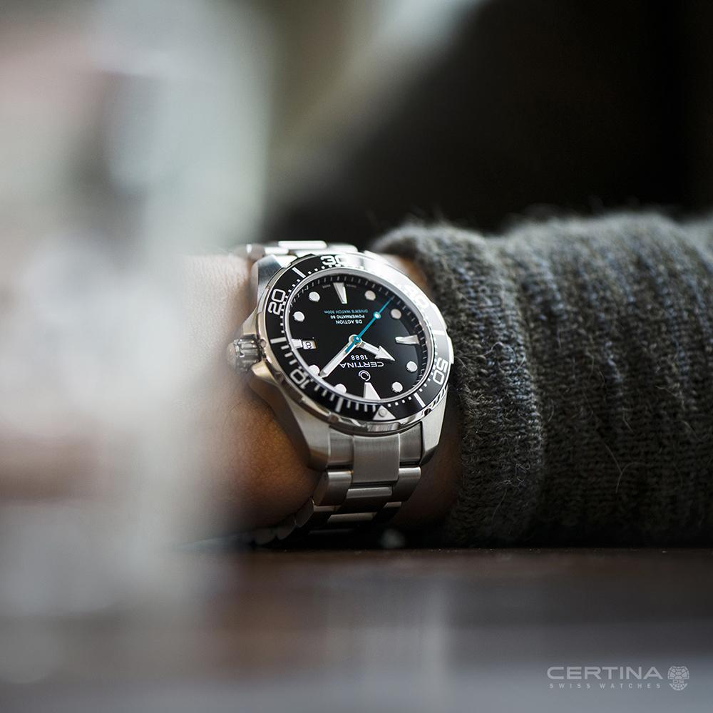 Zegarek Certina z machanizmem automatycznym oraz zakręcaną koronką.