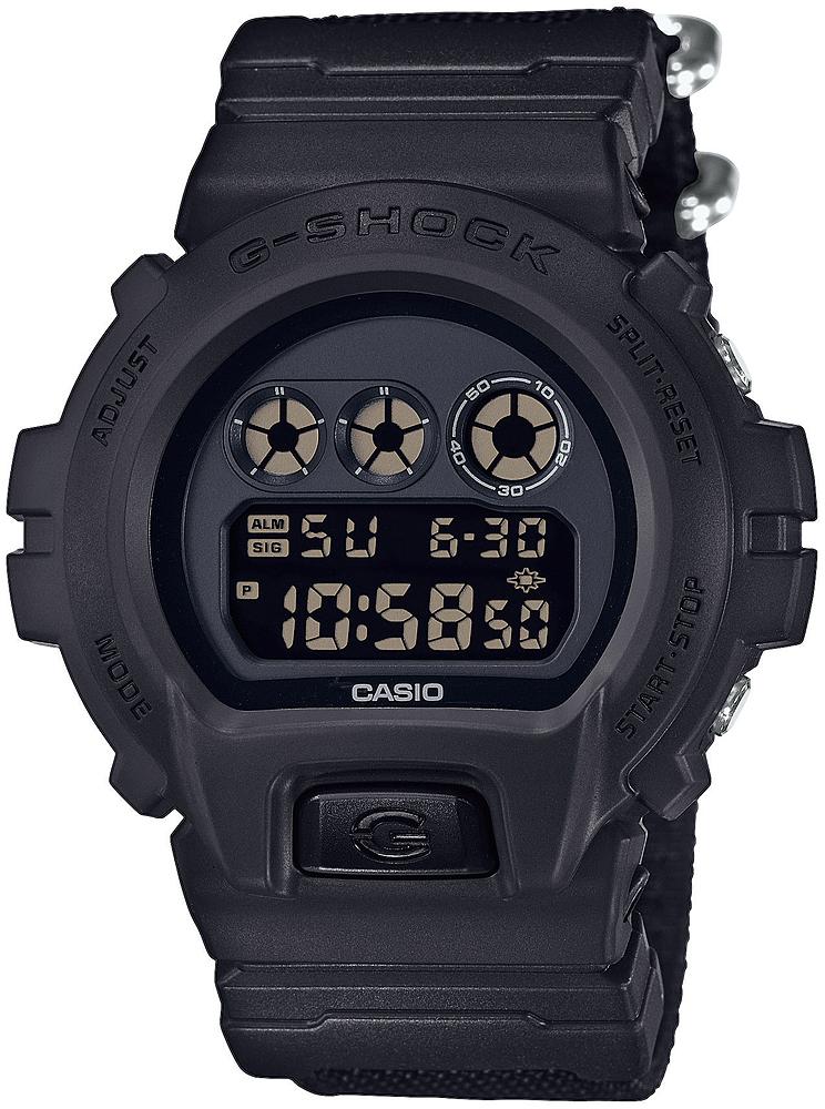 Sportowy, męski zegarek G-Shock na czarnym pasku z tworzywa sztucznego. Okrągła tarcza jest również z tworzywa sztucznego w czarnym kolorze. Tarcza zegarka jest cyfrowa co ułatwia korzystanie z funkcji zegarka.
