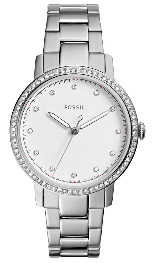 Modny, damski zegarek Fossil ES4287 NEELY na srebrnej klasycznej bransolecie oraz okrągłej stalowej kopercie w srebrnym kolorze. Analogowa tarcza zegarka jest w srebrnym kolorze z srebrnymi wskazówkami oraz cyrkoniami w miejscach indeksów.