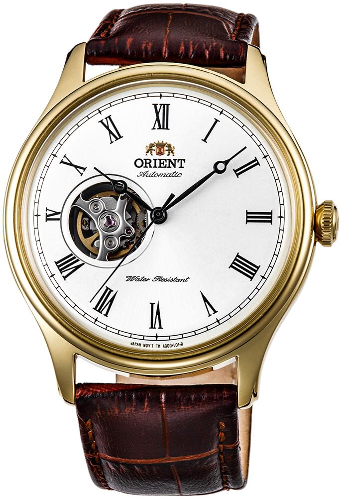 Klasyczny, męski zegarek Orient FAG00002W0 Envoy na skórzanym brązowym pasku z stalowa koperta w złotym kolorze. Analogowa tarcza zegarka Orient jest w białym kolorze z open heart oraz wskazówkami i indeksami w czarnym kolorze.