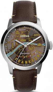 Amerykański, męski zegarek Fossil FS5122 TOWNSMAN na skórzanym brązowym pasku z srebrną kopertą wykonaną ze stali. Analogowa tarcza zegarka jest różnokolorową nadrukowaną mapą Frankfurtu.