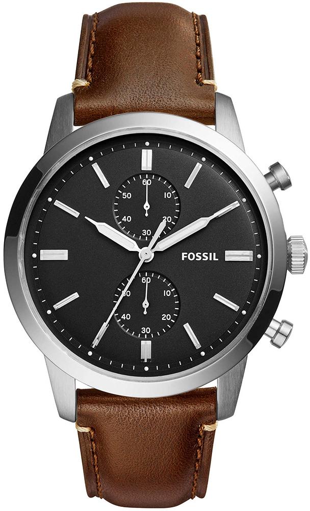 Klasyczny, męski zegarek Fossil FS5280 44MM TOWNSMAN na brązowym skórzanym pasku z okrągłą koperta ze stali w srebrnym kolorze. Analogowa tarcza zegarka Fossil jest w czarnym kolorze z białymi indeksami jak i wskazówkami.