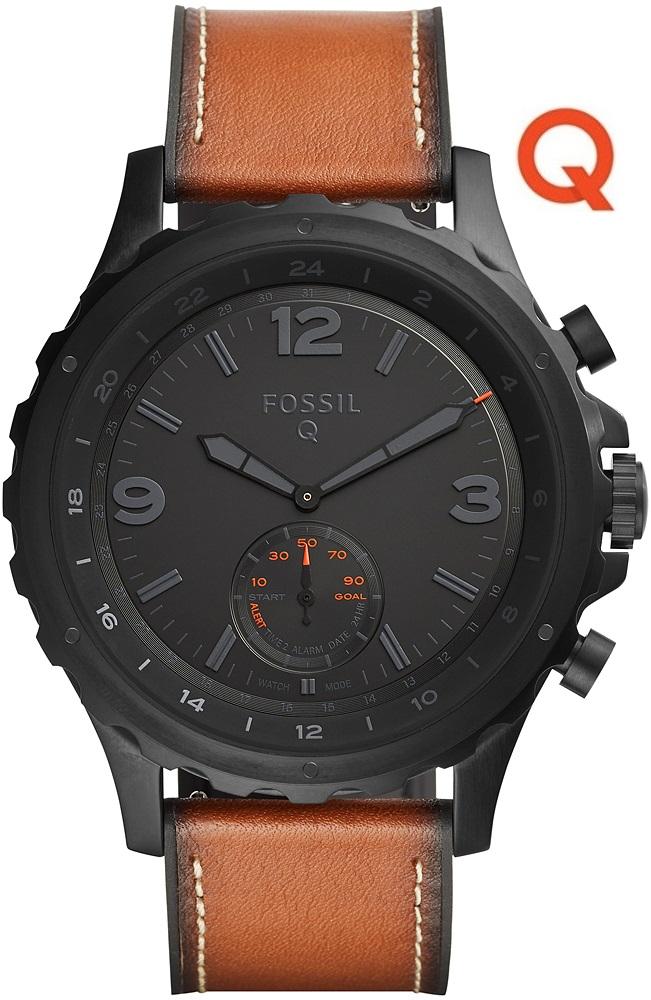 Modny, męski smartwatch FTW1114 Q Nate Hybrid Smartwatch na brązowym skórzanym pasku z okrągłą kopertą ze stali w czarnym kolorze. Analogowa tarcza zegarka jest w czarnym kolorze z czarnymi wskazówkami oraz indeksami. W smartwatchu Fossil interesujące są detale na tarczy w pomarańczowym kolorze.