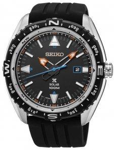 Sportowy, męski zegarek Seiko SNE423P1 Prospex na pasku z tworzywa sztucznego w czarnym kolorze z kopertą wykonaną ze stali w srebrnym kolorze. Analogowa tarcza jest w czarnym kolorze z datownikiem na godzinie trzeciej. Wskazówki jak i indeksy są w takich kolorach jak biały, niebieski i pomarańczowy.