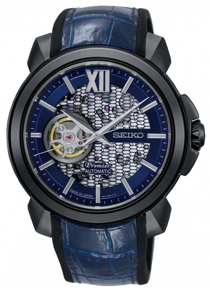 Klasyczny, męski zegarek Seiko Premier SSA375J1 Novak Djokovic Limited Edition na niebieskiej skórzanej bransolecie ze stalową kopertą w czarnym kolorze oraz odkrytą tarczą w stylu skeleton z niebieską obwódką.