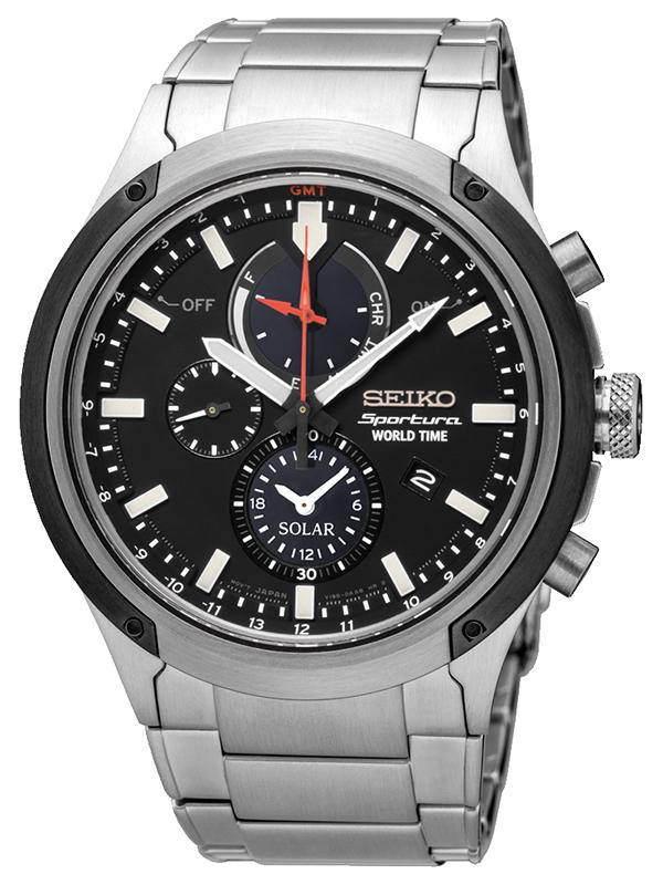 Elegancki, męski zegarek Seiko SSC479P1 V195 na bransolecie z koperta wykonanych ze stali w srebrnym kolorze. Analogowa tarcza zegarka jest w czarnym kolorze z trzema subtarczami w różnym rozmiarze. Wskazówki jak i indeksy są w srebrnym kolorze.