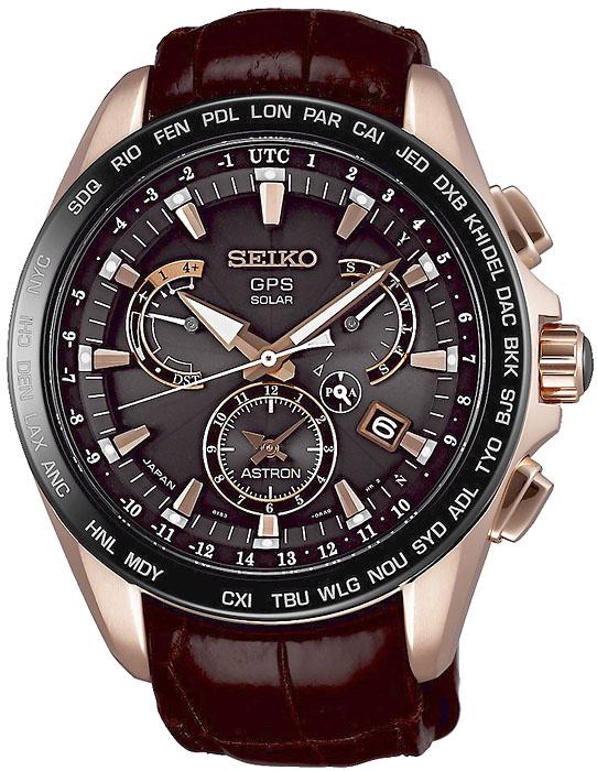 Limitowany, męski zegarek Seiko SSE060J1 Novak Djokovic Limited Edition na skórzanym pasku wykonanym w brązowym kolorze. Koperta zegarka Seiko jest pokryta PVD w kolorze różowego złota. Analogowa tarcza zegarka jest w brązowym kolorze z trzema subtarczami również w kolorze różowego złota.