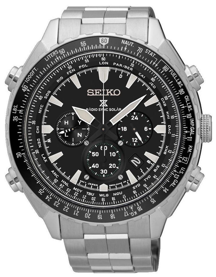 Klasyczny, męski zegarek SSG001P1 Prospex na bransolecie oraz kopercie ze stali w srebrnym kolorze. Bezel zegarka jest w czarnym kolorze tak samo jak tarcza. Na tarczy są również trzy subtarcze a wskazówki i indeksy są w białym kolorze, pokryte powłoką neobrite.