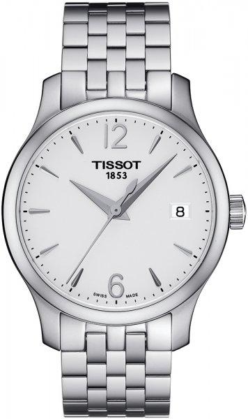 Elegancki, damski zegarek Tissot T063.210.11.037.00 TRADITION LADY na bransolecie oraz kopercie wykonanych ze stali w srebrnym kolorze. Minimalistyczna tarcza zegarka jest w takim samym kolorze jak bransoleta. Na godzinie trzeciej znajduję się datownik pokazujący dni miesiąca.