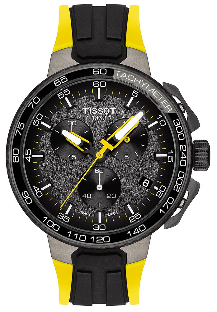Sportowy, męski zegarek Tissot T111.417.37.441.02 TOUR DE POLOGNE na silikonowym żółto-czarnym pasku. Koperta zegarka jest stalowa w szarym kolorze