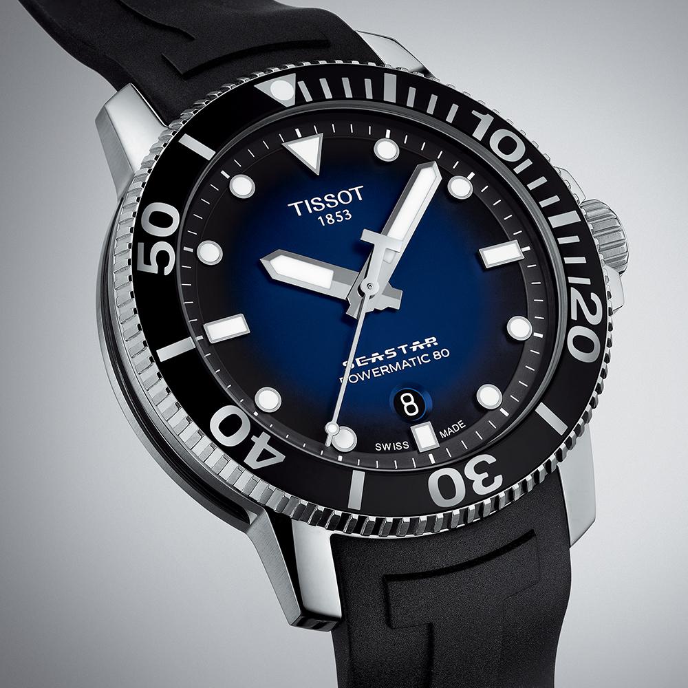 Stylowy, męski zegarek Tissot T120.407.17.041.00 Seastar 1000 z niebieską tarczą oraz czarnym bezelem.