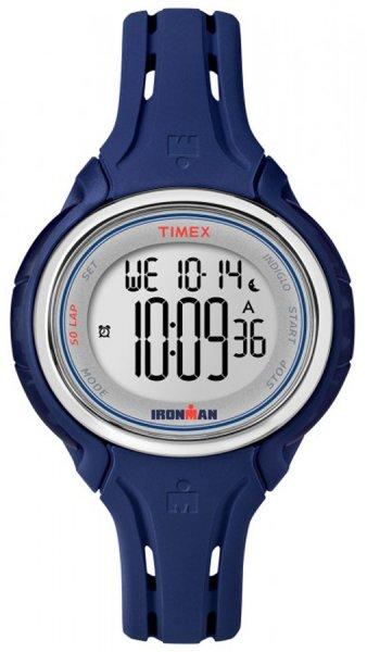 Kobiecy zegarek Timex Ironman z kopertą i paskiem z tworzywa sztucznego w kolorze fioletowym. Zegarek Timex Ironman posiada cyfrową tarczę.