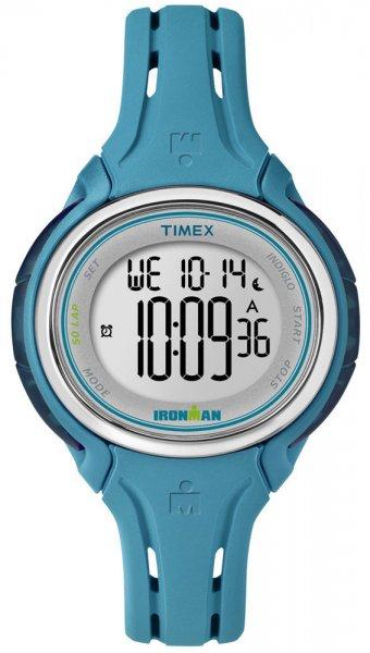 Wielofunkcyjny zegarek Timex Ironman z kopertą i paskiem z tworzywa sztucznego w kolorze granatowym. Zegarek Timex Ironman posiada cyfrową tarczę.