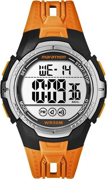 Sportowy, męski zegarek Timex TW5M06800 Marathon na pasku wykonanym z tworzywa sztucznego w pomarańczowym kolorze. Owalna koperta zegarka Timex wykonana jest z tworzywa sztucznego w czarnym kolorze. Cyfrowa tarcza jest srebrna.