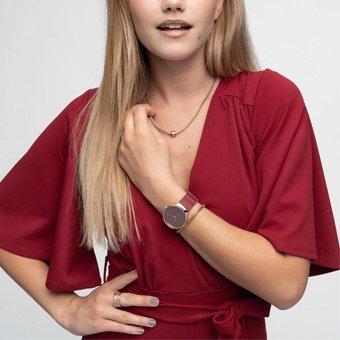 Modowy zegarek Bering 13326-CHARITY Limited Edition CHARITY na bransolecie typu mesh w czerwonym kolorze oraz mechanizmem kwarcowym.