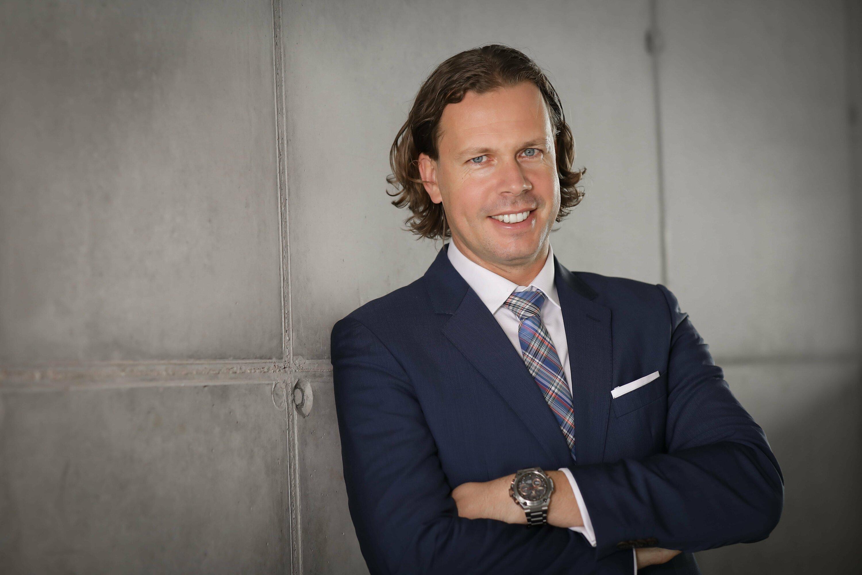 Dalniel Francke czyli zastępca kierownika sprzedaży w firmie Casio.