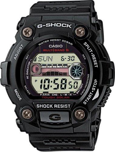 Sportowy, męski zegarek G-Shock GW-7900-1ER Oversize na pasku i koperta wykonanych z tworzywa sztucznego w czarnym kolorze. Zegarek G-Shock posiada cyfrową tarcze z wyświetlaczem cyfrowym.