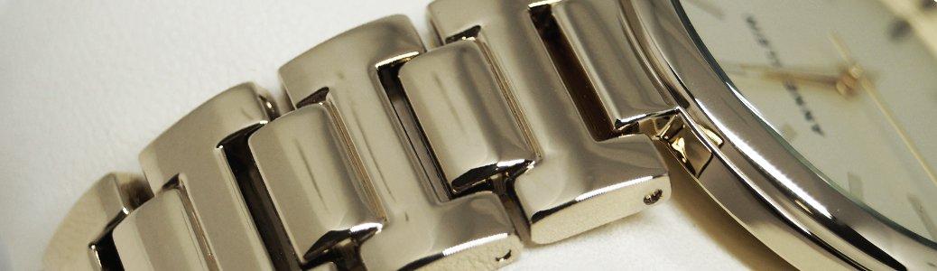 Zegarek Anne Klein na złotej branzolecie pokrytej metodą PVD.