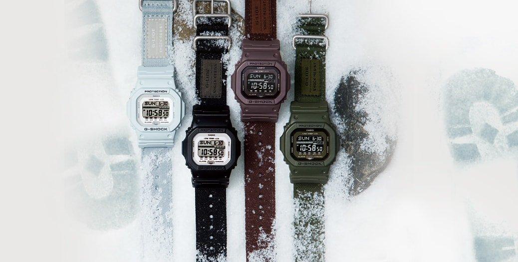 Cztery modele sportowych, męskich zegarków G-Shock G-Lide na parcianych paskach z kopertą wykonaną z tworzywa sztucznego oraz cyfrowej tarczy.