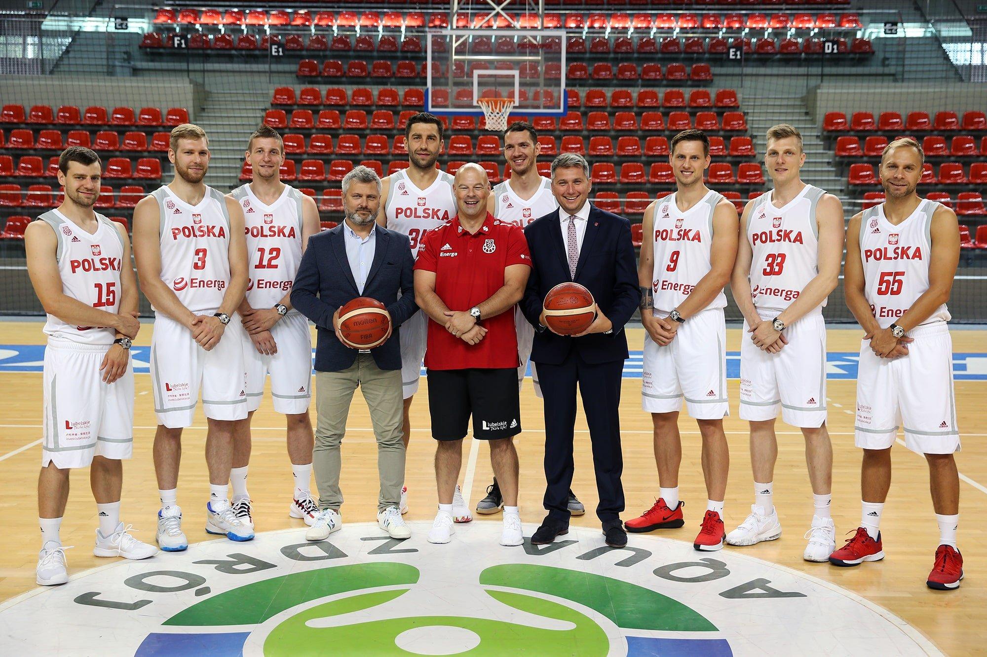 Piotr Sobota (przedstawiciel marki Areowatch) i Radosław Piesiewicz (prezes PZK) podpisali również dwuletnią umowę kontynuującą współpracę pomiędzy marką, a drużyną.