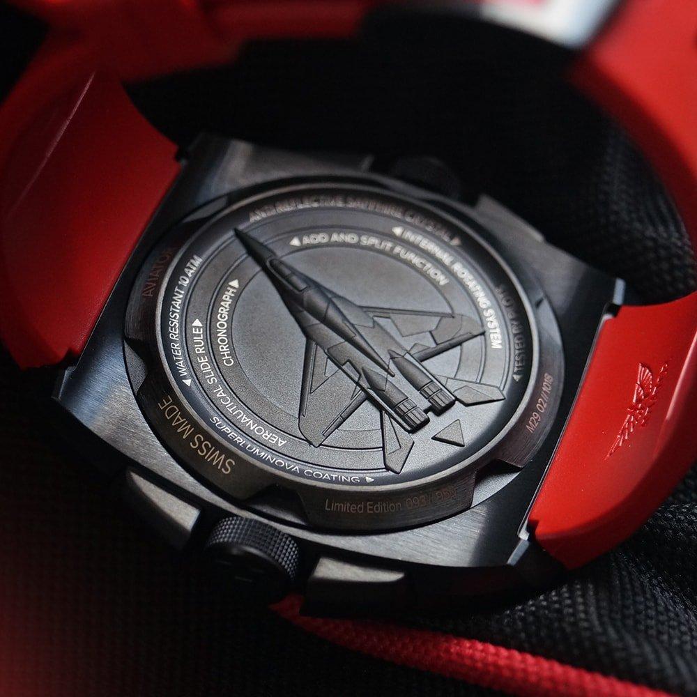 Sportowy, męski zegarek Aviator M.2.30.5.215.6 MIG-29 SMT Chrono z kopertą o niestandardowym kształcie ze stali w szarym kolorze.