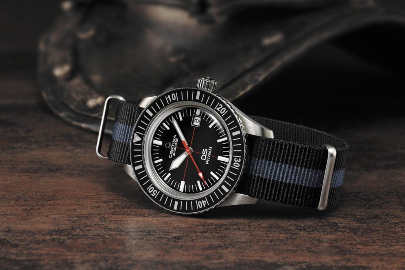 Sportowy, męski zegarek Certina na parcianym pasku w czarnym oraz niebieskim kolorze z koperty ze stali