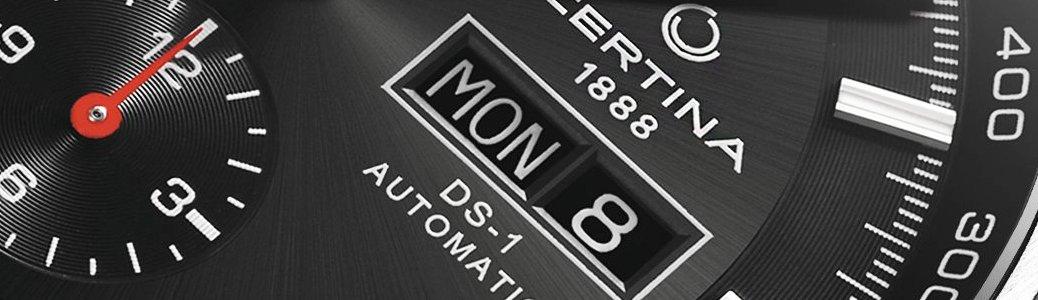 Czarny zegarek z datownikiem Certina polegającym na wskazywaniu aktualnej daty.