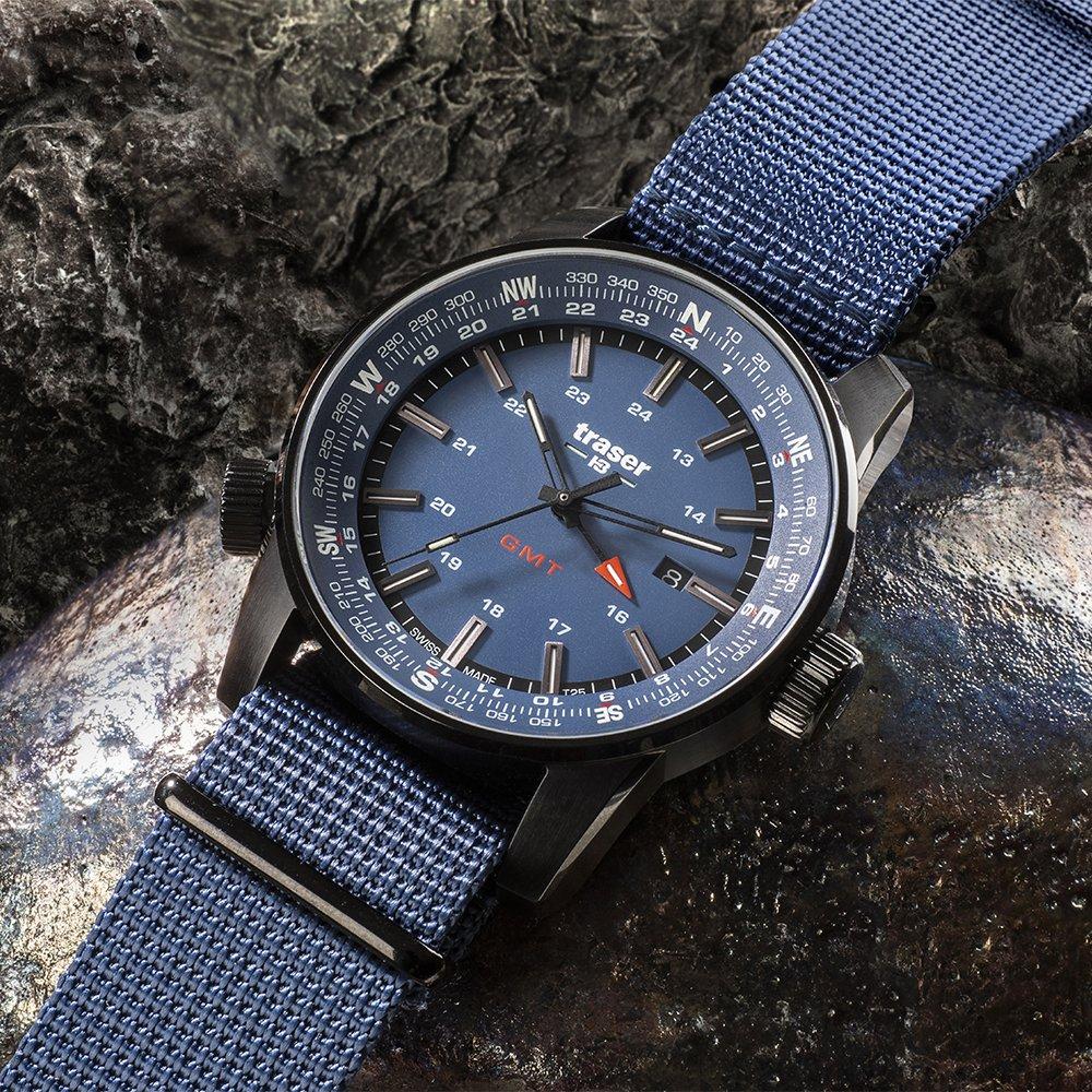 Zegarek Traser P68 Pathfinder GMT w niebieskim kolorze