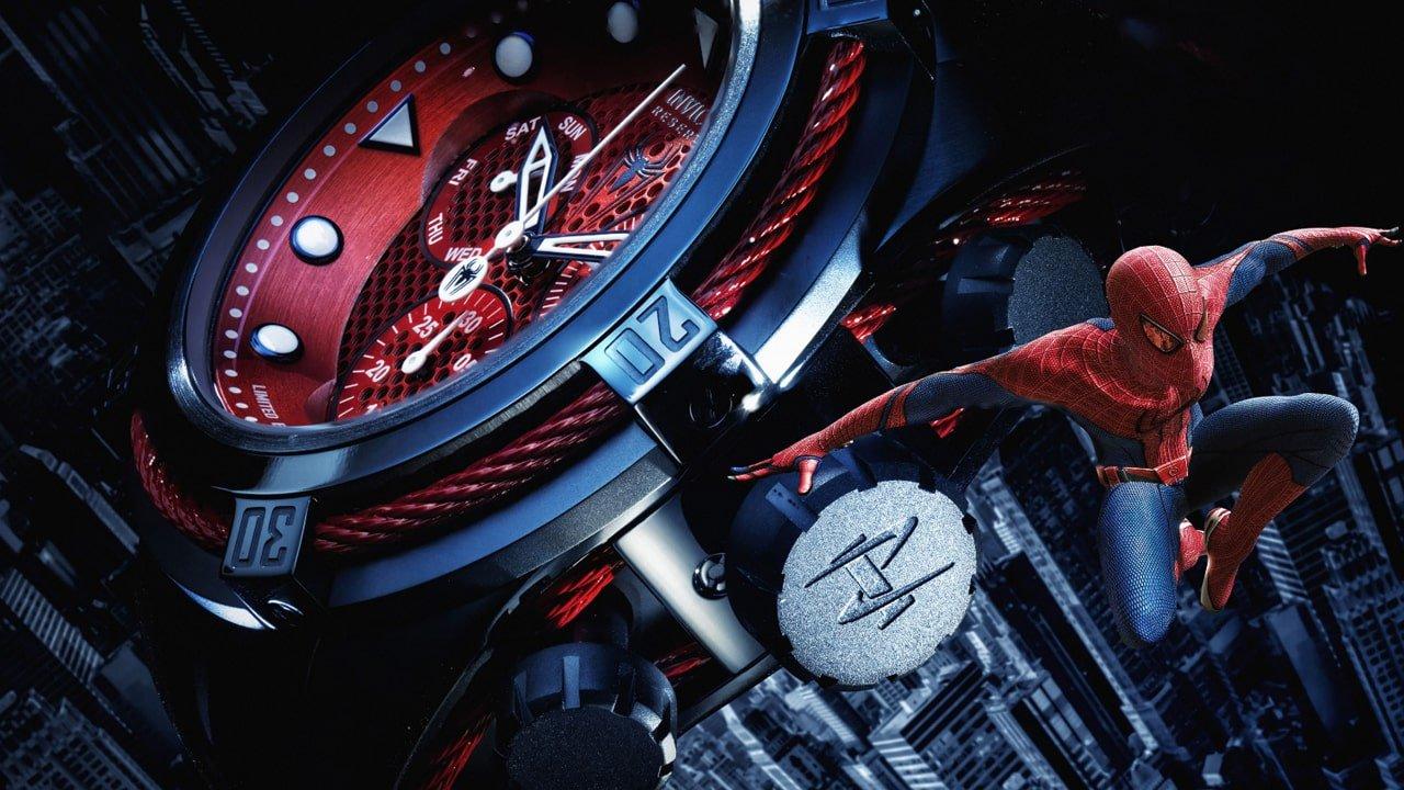 Szwajcarski, męski zegarek Invicta zainspirowany bohaterem komiksu Marvel- Spider-Man. Zegarek jest utrzymany w kolorze czerwonym i niebieskim.