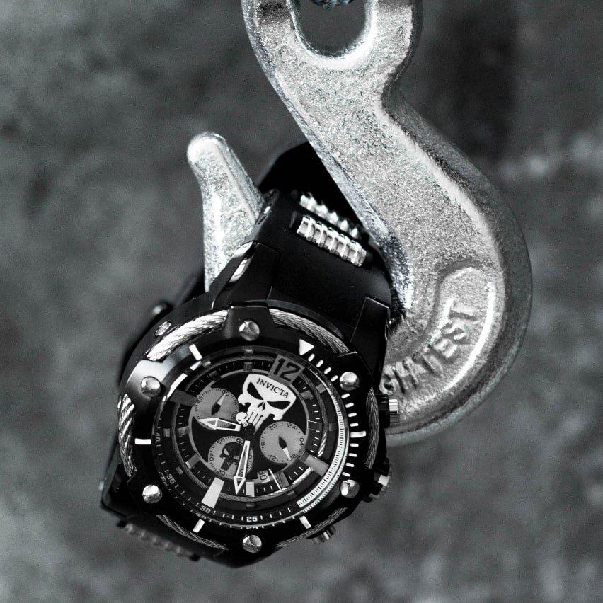 Kreatywny, męski zegarek Invicta zainspirowany bohaterem komiksu Marvela- Punisher. Zegarek jest utrzymany w białym jak i czarnym kolorze.